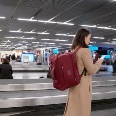 """Đây là chiếc balo """"thần kỳ"""" sẽ giúp bạn không mất thêm tiền gửi hành lý khi đi máy bay nữa"""
